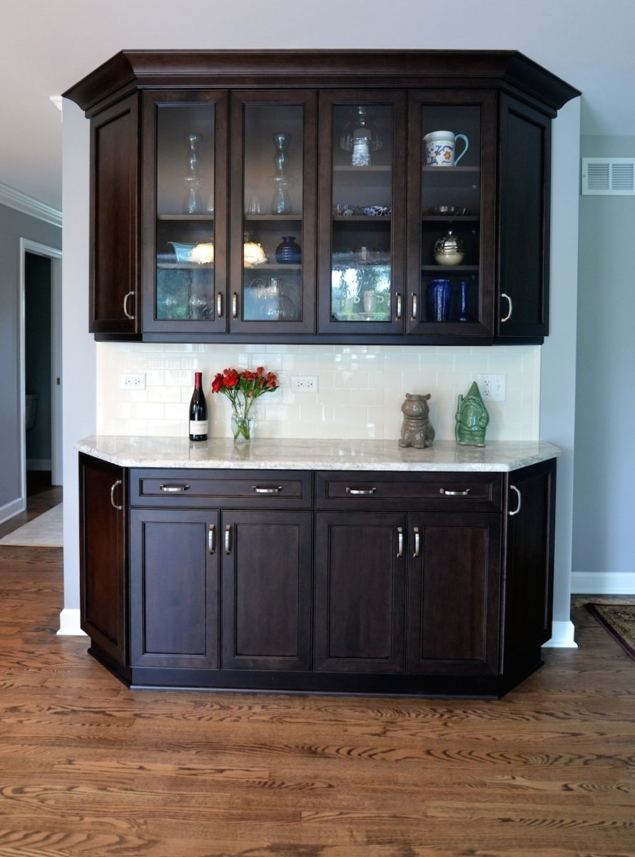 cozy-transitional-kitchen-with-counter